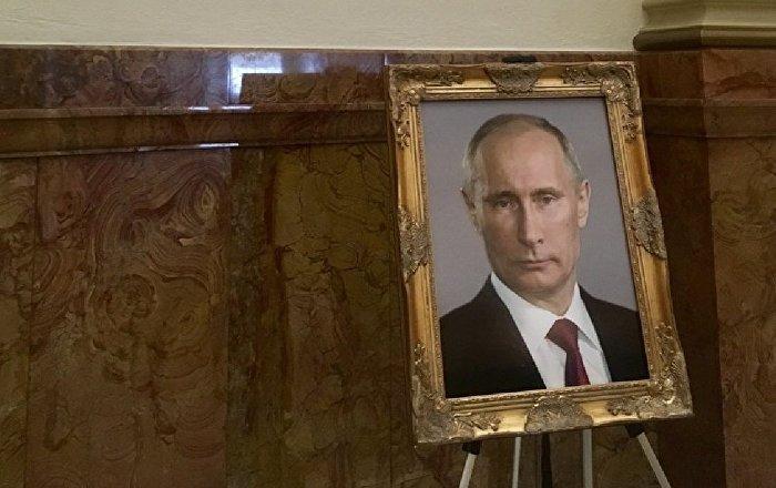 ABD'nin Colorado eyaletinde Trump yerine Putin'in portresini koydular