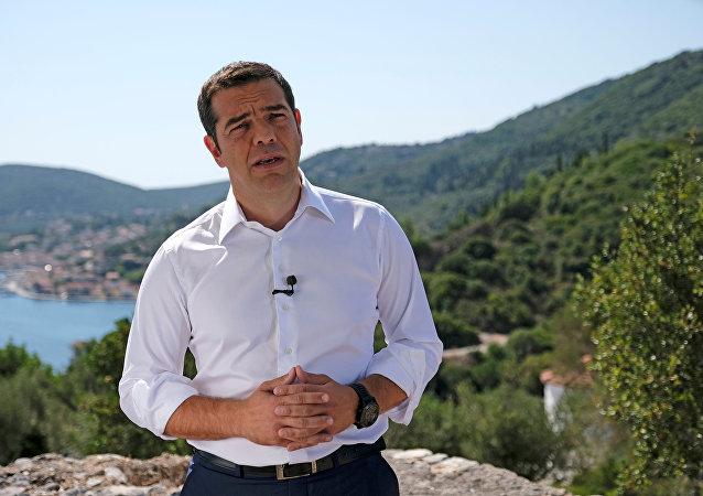 Odysseia'ya atıfla İthaka'ya giden Yunanistan Başbakanı Aleksis Çipras, kurtarılma döneminin bittiği, yeni bir dönemin başladığına dair halka sesleniş konuşması yaptı.