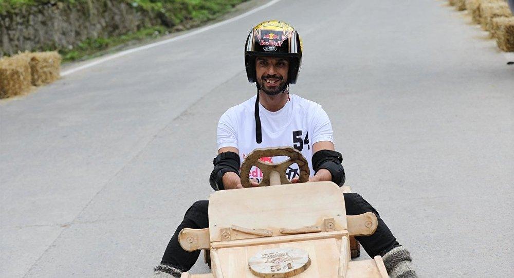 Kenan Sofuoğlu, 'Formulaz' Tahta Araba Şenliği'nde hafif yaralandı