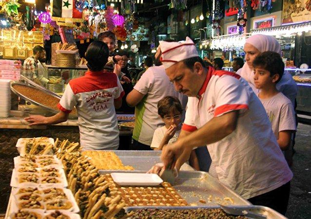 Şam'da Kurban Bayramı 'tatlı geçit'le kutlandı