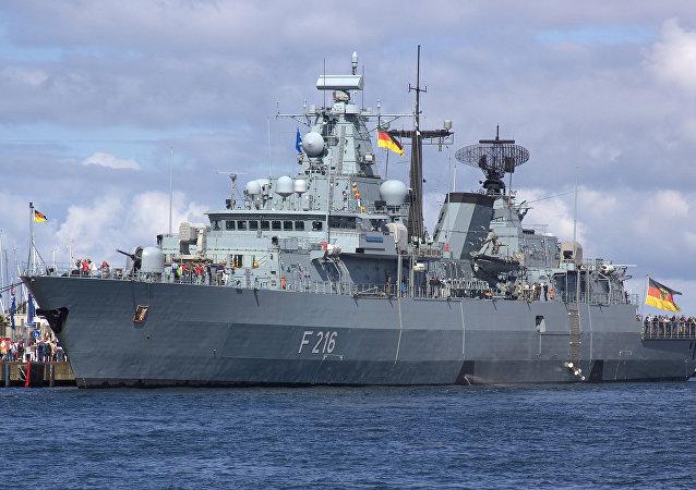 Almanya donanması Schleswig-Holstein (F 216) firkateyni