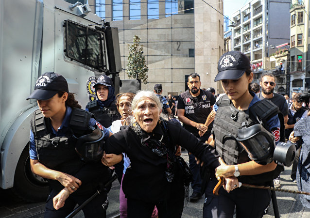 Cumartesi Anneleri 700. oturma eylemine polis müdahalesi