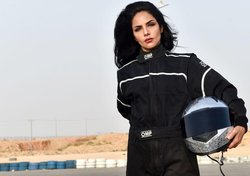 Suudi Arabistan'lı kadın otomobil yarışçısı