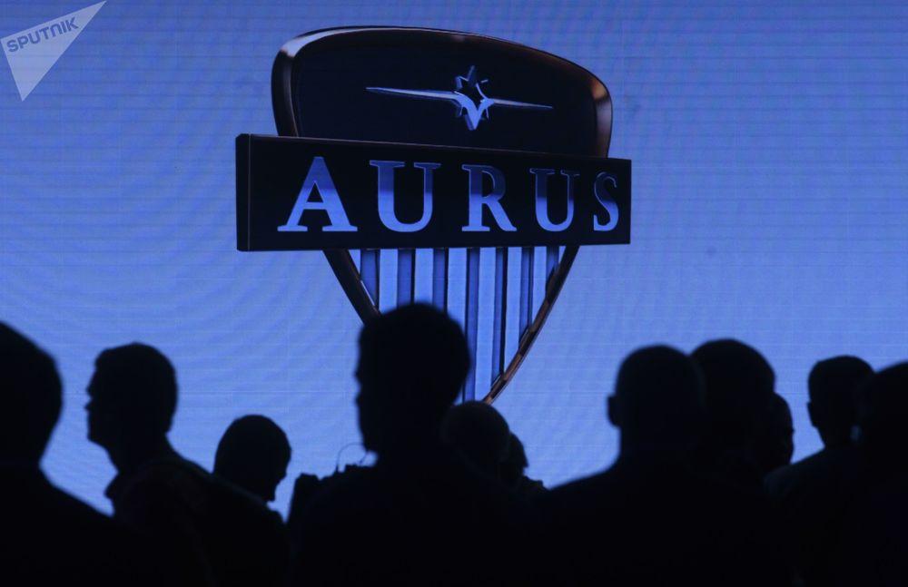Moskova Uluslararası Otomobil Fuarı'nda Aurus Senat tanıtımı