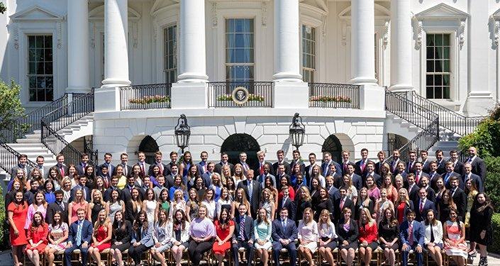 ABD Başkanı Donald Trump ile stajyerler