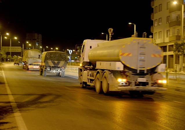 Suriye'deki birliklere takviye amacıyla gönderilen askeri konvoy Kilis'e ulaştı. Kent merkezinden geçen konvoy, Hatay istikametine doğru hareket etti.
