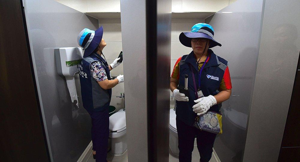Güney Kore'nin başkenti Seul'deki umumi tuvaletlerde gizli kamera araması