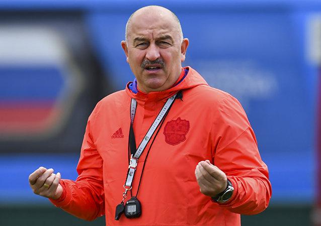 Rus milli takımından teknik direktör Çerçesov'a doğum gününde bıyıklı sürpriz
