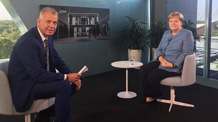 Hıristiyan Demokrat Birlik (CDU) lideri ve Başbakan Angela Merkel, RTL'nin geleneksel yaz mülakatında, başmoderator Peter Kloeppel'in güncel durumla ilgili sorularını yanıtladı.