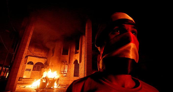 Irak'ın Basra kentindeki protestolarda İran Konsolosluğu ateşe verildi