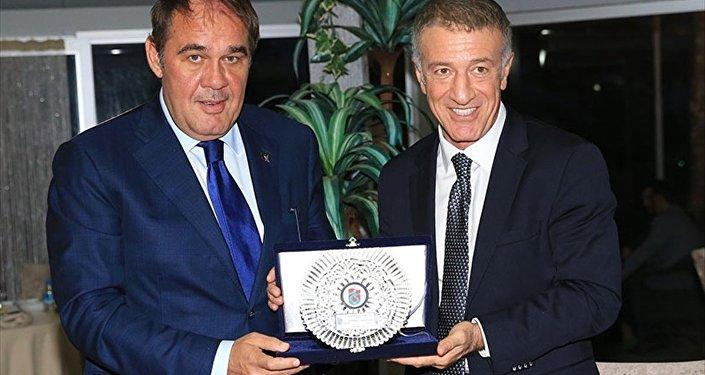 Rusya ile milli maç vesilesiyle Türkiye Futbol Federasyonu Başkanı Yıldırım Demirören Trabzonspor'u ziyaret edip kulüp başkanı Ahmet Ağaoğlu ile bir araya geldi.