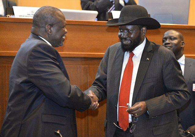 Güney Sudanlı taraflar, aylardır süren yeni barış müzakereleri kapsamında nihai barış anlaşmasını imzaladı.