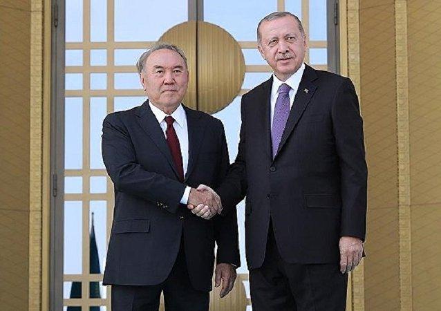 Cumhurbaşkanı Erdoğan, Kazakistan Devlet Başkanı Nazarbayev'i resmi törenle karşıladı