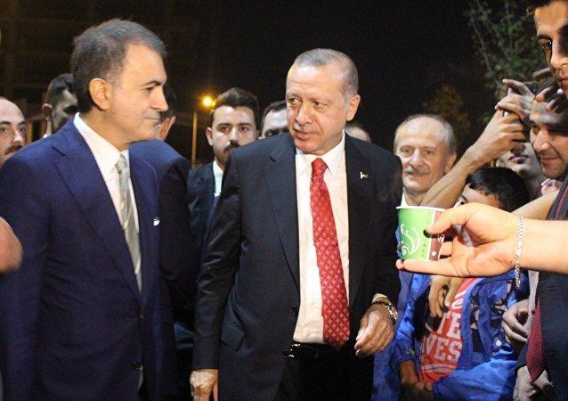 Türkiye Cumhurbaşkanı Recep Tayyip Erdoğan, Zeytinburnu sahilinde piknik yapan vatandaşlarla bir araya gelerek, yaklaşık 45 dakika sohbet etti.