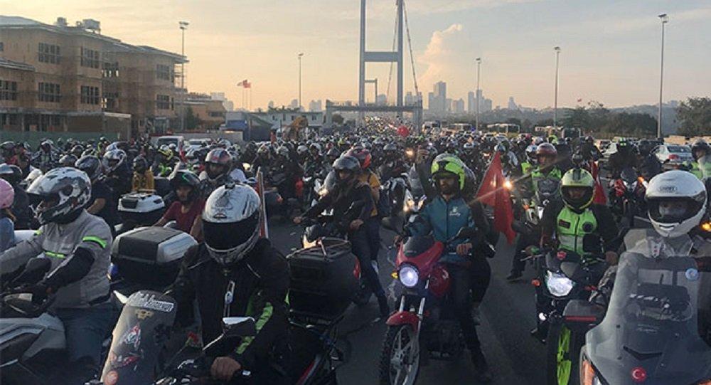 Motosikletçilerden eylem