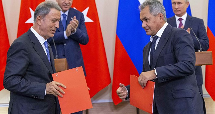 Türkiye ve Rusya Savunma Bakanları Hulusi Akar ile Sergey Şoygu, İdlib'deki gerilimi azaltma bölgesindeki durumun normale döndürülmesi konusunda mutabakat zaptı imzaladı.
