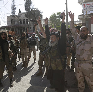 Kaide kolu Nusra militanlarının 2015'te İdlib'in Eriha bölgesini ele geçirdiklerindeki zafer gösterisi