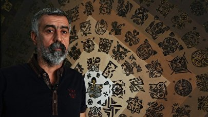Tarihi sembolleri taştan tuvale aktardı: Akrep Terbiyecisi