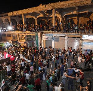 İdlib'de gösteri yapan Suriyeli muhalifler