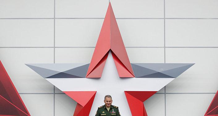 Sergey Şoygu Moskova'da düzenlenen uluslararası askeri teknik forum 'ARMY'de konuşma yaparken