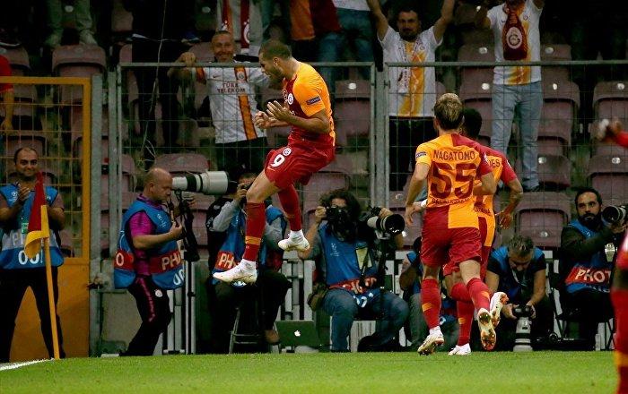 Galatasaray, UEFA Şampiyonlar Ligi D Grubu ilk maçında konuk ettiği Rusya'nın Lokomotiv Moskova takımını 3-0 yendi.