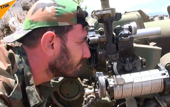 Suriye topçu birlikleri, Lazkiye'deki teröristlerin mevzilerini vurdu