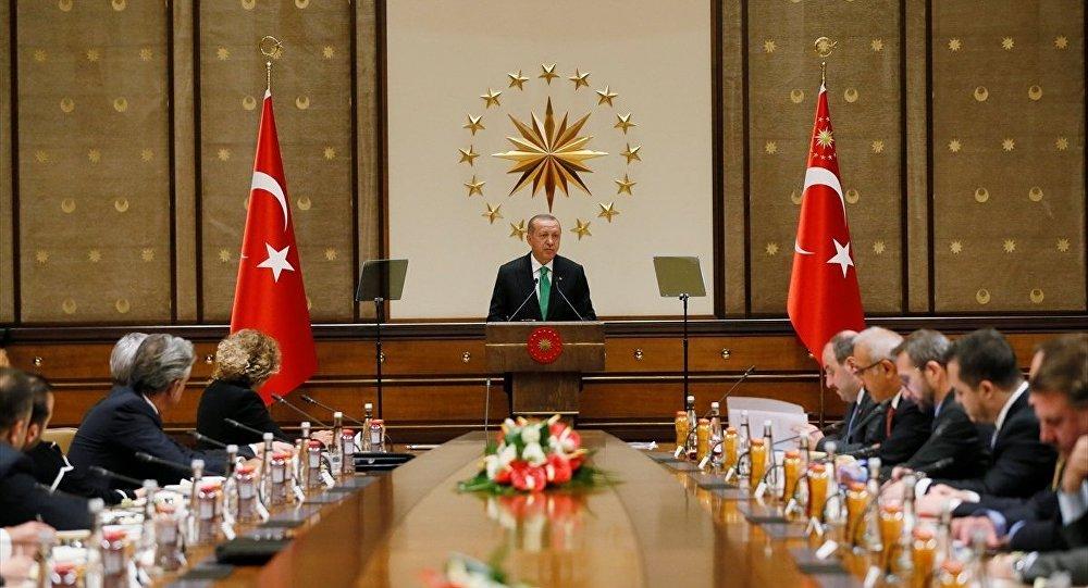 Türkiye Cumhurbaşkanı Recep Tayyip Erdoğan, Cumhurbaşkanlığı Külliyesi'nde ABD'li şirketlerin Türkiye temsilcileriyle bir araya geldi.