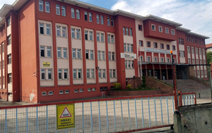 'Lise müdürü, okula 'kral dairesi' yaptırdı' iddiası
