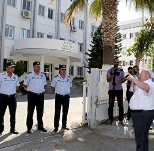 Kuzey Kıbrıs'ta zamlara 'kazıklı' protesto