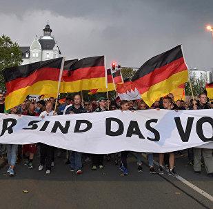 Almanya'nın doğusundaki Chemnitz kentinde göçmenlere tartışan bir kişinin ölümü sonrası aşırı sağcılar pek çok gösteri düzenlendi.