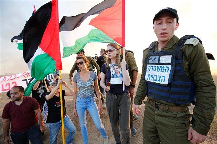Yabancı aktivistlerden Estonyalı Deivi Ois, gösteri sırasında Gazze sınırında yaşananları görme imkanı bulduğunu ve yaşananların korku verici olduğunu dile getirdi.