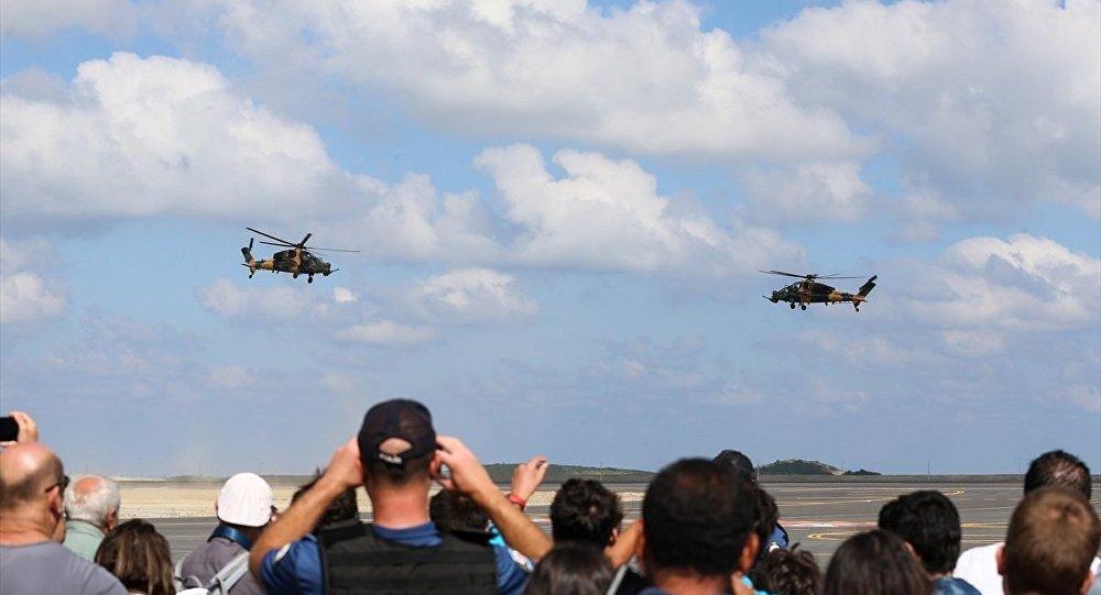 İstanbul Yeni Havalimanı'nda düzenlenen TEKNOFEST İSTANBUL Havacılık, Uzay ve Teknoloji Festivali kapsamında  ATAK helikopterleri harmandalı gösterisi gerçekleştirdi.