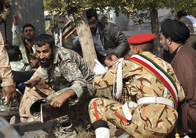 İran'ın Ahvaz kentinde askeri geçit törenine düzenlenen silahlı saldırı