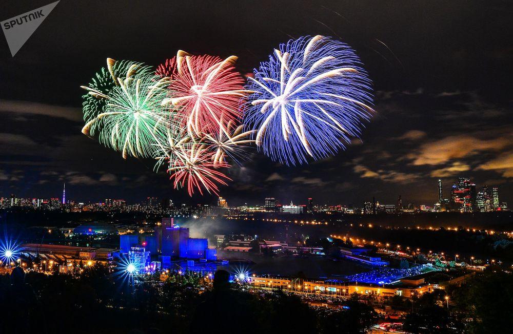 Moskova'da Işık Çemberi Festivalinin kapanış gösterisi