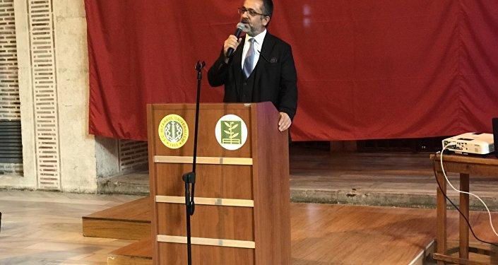 İstanbul Üniversitesi Edebiyat Fakültesi Dekanı Prof. Dr. Hayati Develi