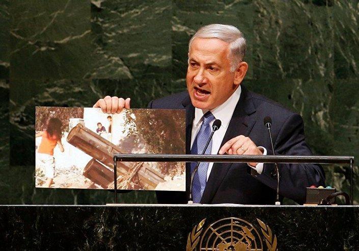 BM'de Hamas roket atarı yanında oynayan çocukların fotoğrafını gösteren Netanyahu'nun eline çeşit çeşit fotoğraf tutuşturulmuş montajlar sosyal medyada furya olmuştu.