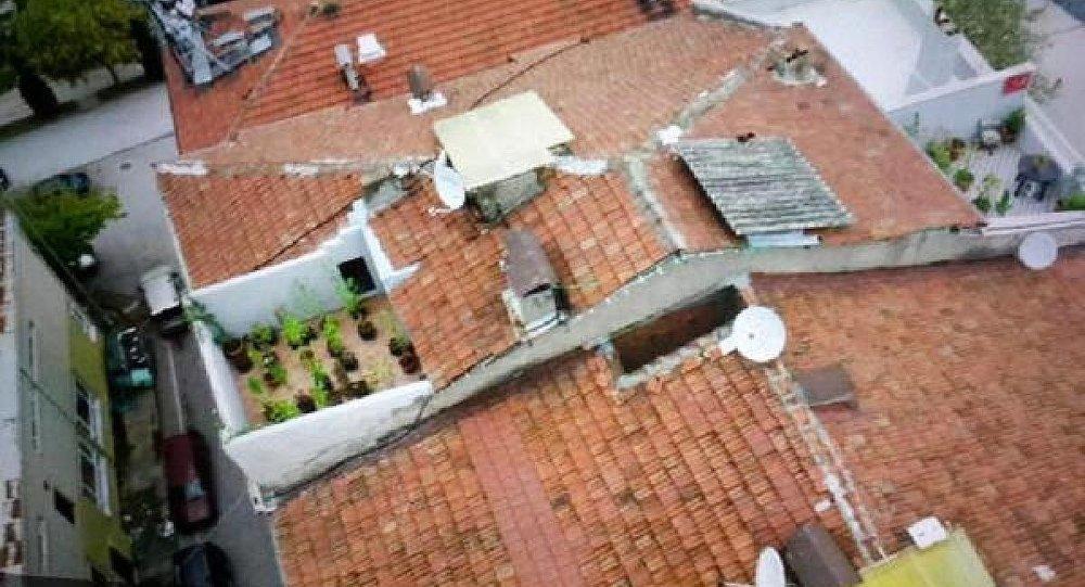 Evinin terasını uyuşturucu bahçesi yapan şahıs gözaltına alındı
