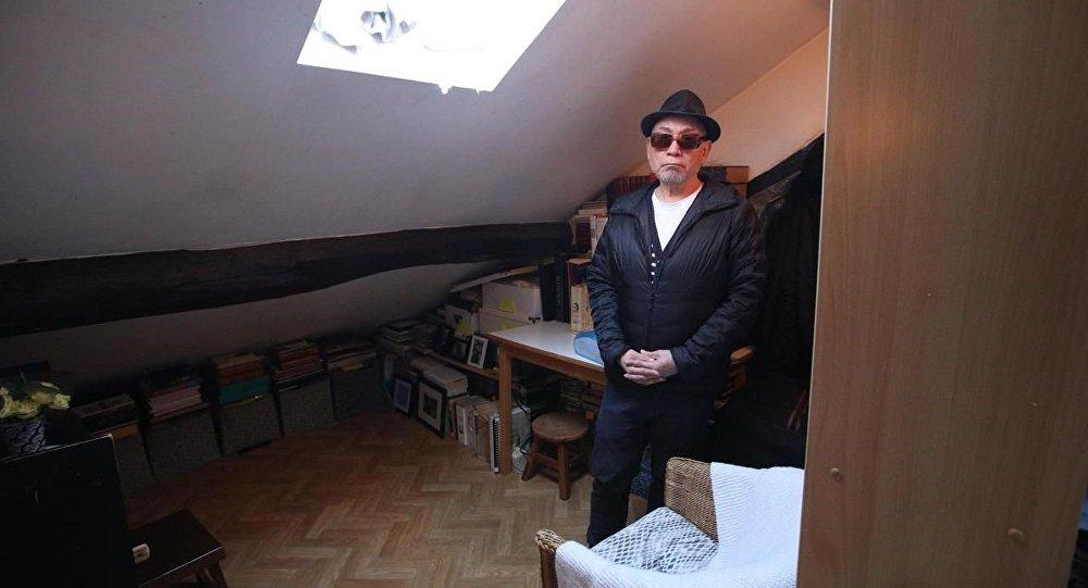 71 yaşındaki Parisli, 25 yıldır 1 metrekarelik dairede yaşıyor: Kaplumbağa gibi hissediyorum