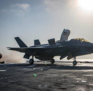 ABD donanması, Afganistan'da Taliban hedeflerini vurmak üzere USS Essex amfibik saldırı gemisinden havalanan F-35B Lightning'in görüntülerini yayımladı.