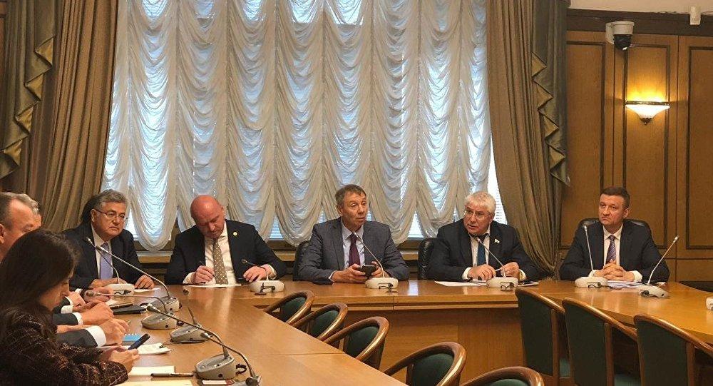 Rus Parlamentosu'nun alt kanadı Duma Rusya ve Türkiye konulu yuvarlak masası