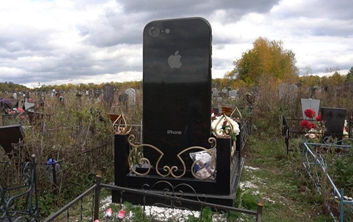 Rusya'da iPhone şeklinde mezar taşı yapıldı 39