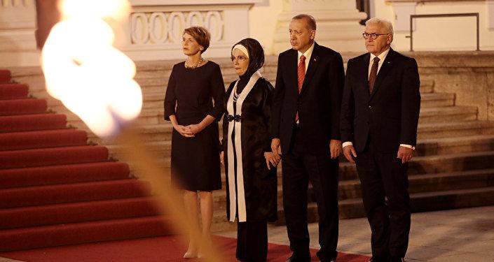 Türkiye Cumhurbaşkanı Recep Tayyip Erdoğan ve eşi Emine Erdoğan, Almanya Cumhurbaşkanı Frank-Walter Steinmeier'in onuruna verdiği yemeğe katıldı