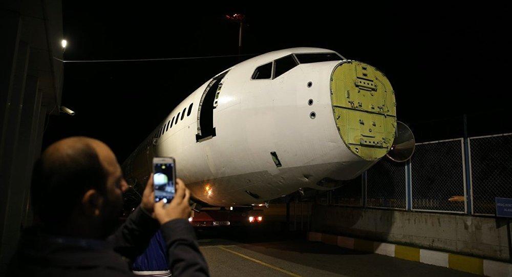 Trabzon Havalimanı'nda 13 Ocak'ta pistten çıkması sonucu hizmet dışı kalan uçağın gövdesi ile diğer aksamının Yomra ilçesine nakli başladı.
