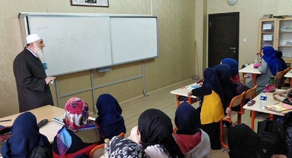MEB'den 'sarıklı cübbeli ders' haberine ilişkin açıklama