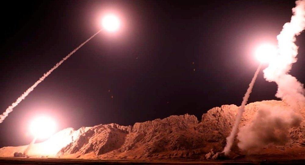 İran'ın, Suriye'nin Deyrizor kentine bağlı Elbu Kemal ilçesine düzenlediği füze saldırısı