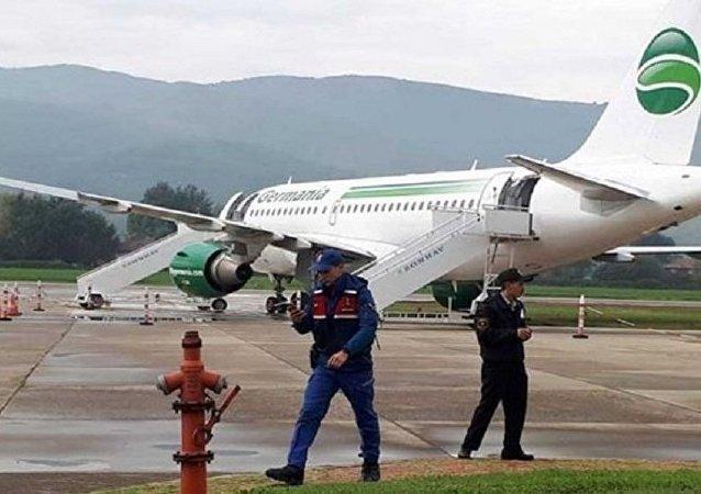 Alman yolcu uçağı Zonguldak'ta pistten çıktı