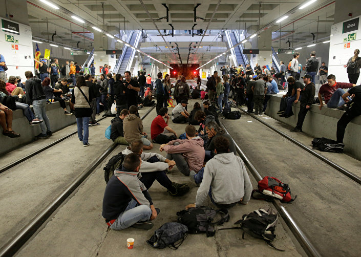Katalan bağımsızlık referandumunun yıldönümünde, Figueres-Girona-Barselona hızlı tren hattında eylemin sürdüğü 3 saat boyunca seferler yapılamadı.