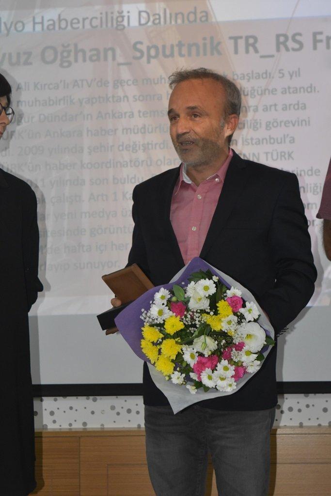 Yavuz Oğhan, Mimarlar Odası Ankara Şubesi'nin düzenlediği 3.Emre Madran Basın Ödülleri töreninde