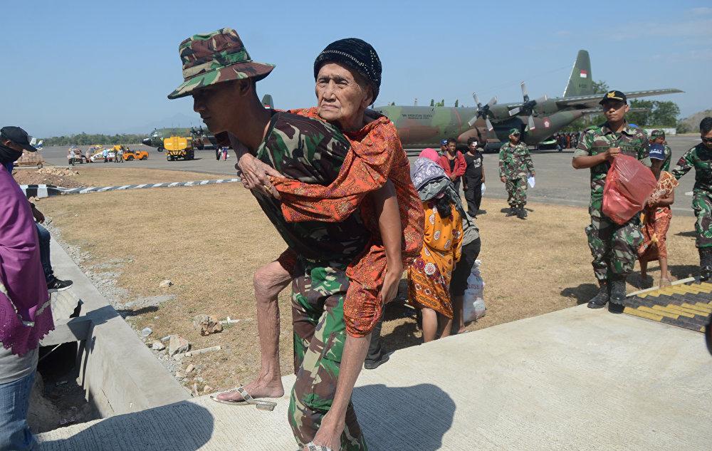 Birleşmiş Milletler ülkede şu anda binlercesi çocuk yaklaşık 200.000 kişinin acil yardıma olduğunu duyurdu. Kurtarma çalışmalarına şu anda ordu öncülük ediyor ancak Devlet Başkanı Joko Widodo'nun onayı sonrası uluslararası yardım örgütleri de Palu'ya ulaşmış durumda. Ancak bölge halkının gıda,su ve yakıt gibi ihtiyaçları giderek artmakta.