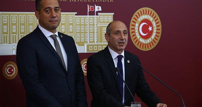 Ali Öztunç (sağda) - Ali Mahir Başarır